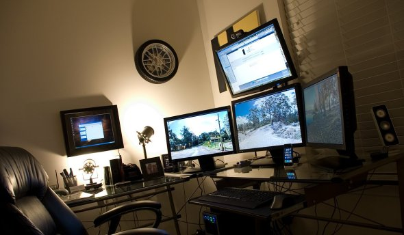computer-setup-wall-mounts.jpg